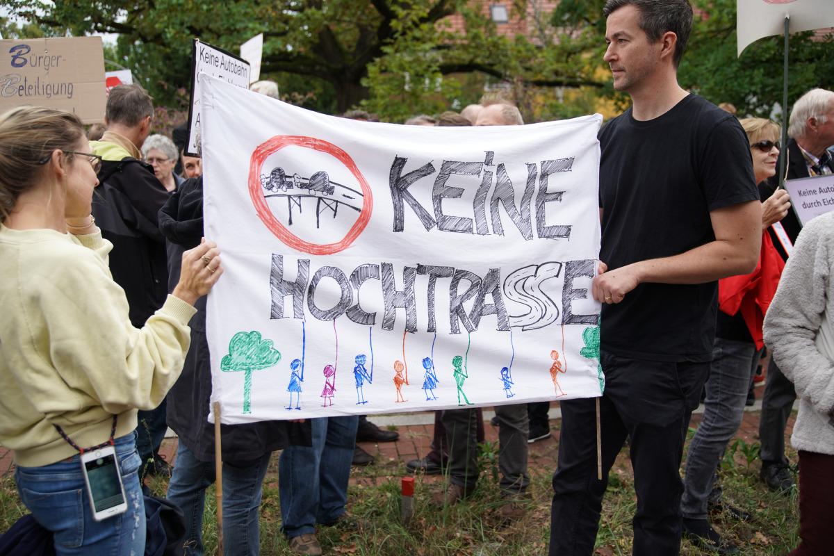 Demonstration der Anwohner gegen Autobahnausfahrt in Eichkamp