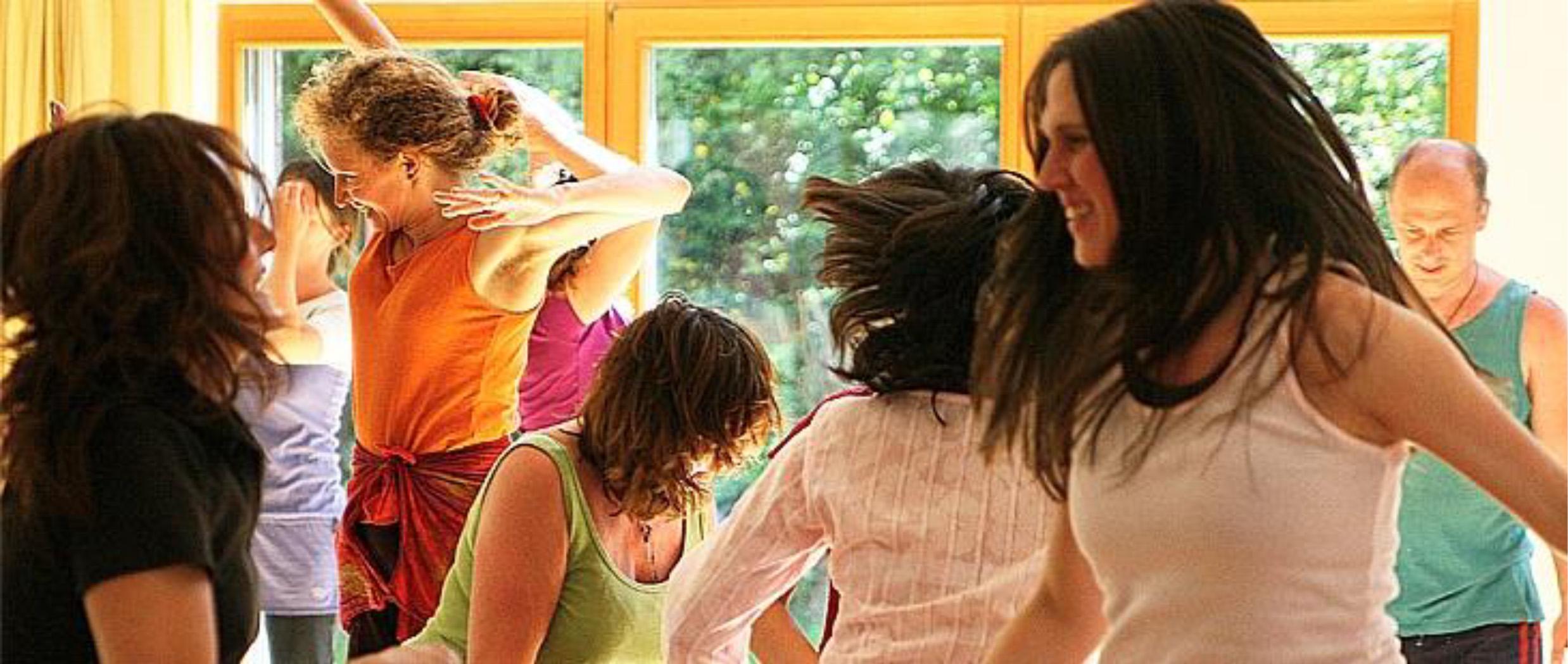 Communitiy Dance    Bewegung – Tanz – Freude – Kreativität, Donnerstag, 28.11., 19 Uhr