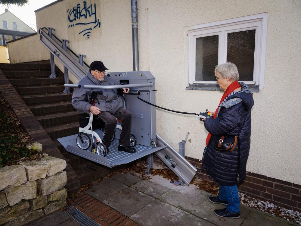 Zugang zum Tiefgarten mit einem Hublift